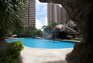 Swimming pool with parkview